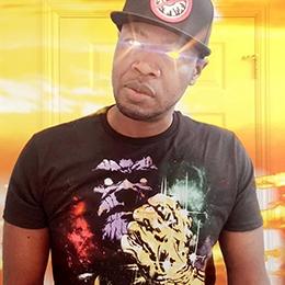 Geek Fuel unboxer wearing Thanos shirt